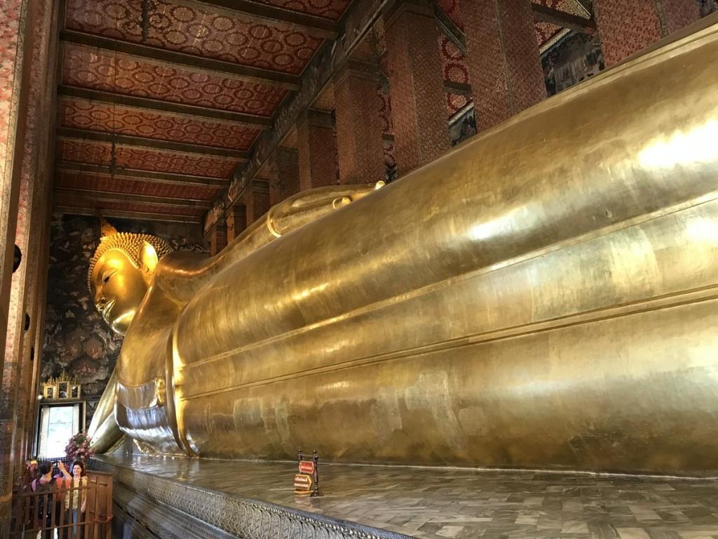 涅槃仏(ねはんぶつ)。全長50mあるとのこと。