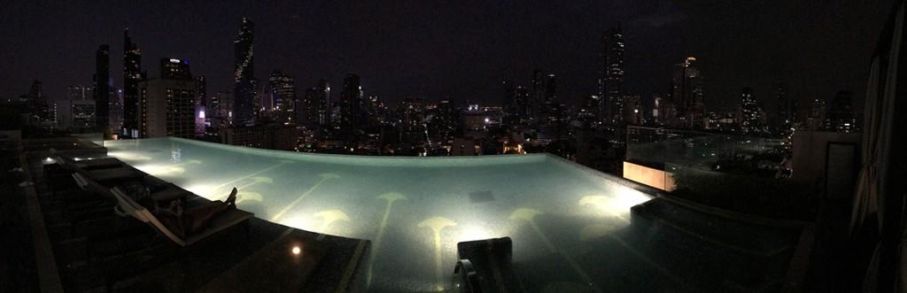 バンコク マリオットホテル スリウォンのルーフトッププール&プールバー